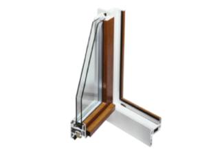 Fenêtre PVC en bicoloration. Intérieur blanc et extériur plaxé imitation bois