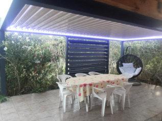 Eclairage LED sur les poutres de la pergola