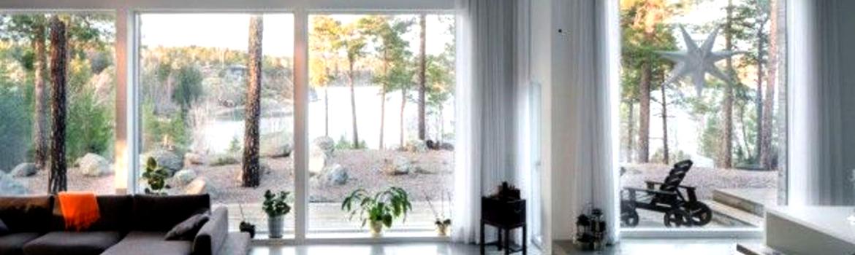 La baie vitrée a de nombreux avantages tels qu'une vue magnifique sur l'extérieur et un maximum de lumière à l'intérieur