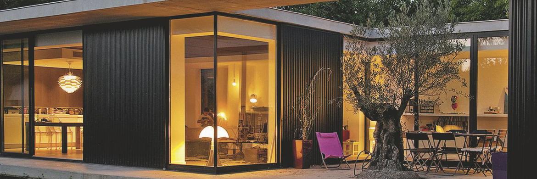 Maison contemporaison avec grandes baies vitrées Technal