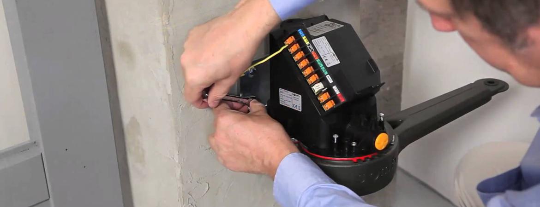 Le bon câblage doit être utilisé pour alimenter un portail électrique