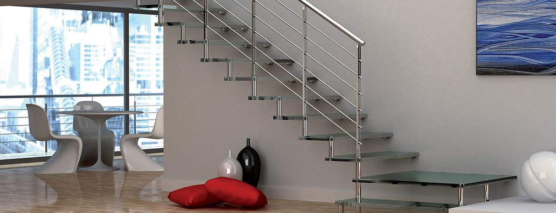 Un escalier en verre, un aménagement tendance et design