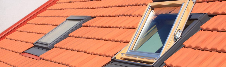 Fenêtre de toit en bois, à ouverture à projection