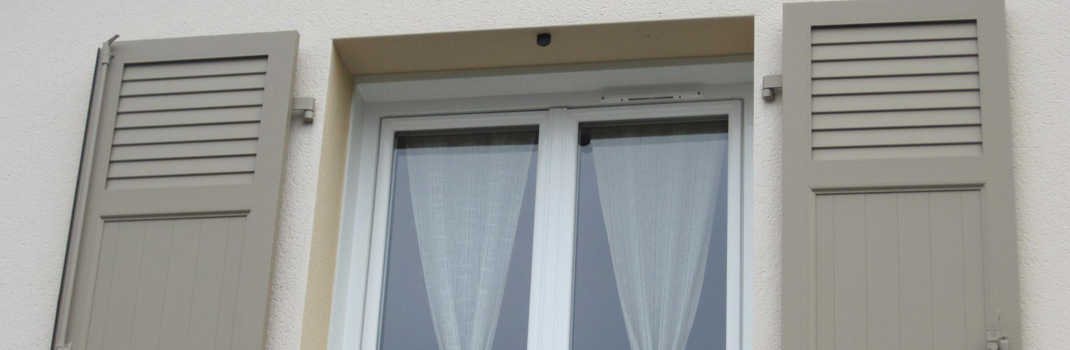 Poser une nouvelle fenêtre de qualité et des volets permet une protection thermique efficace
