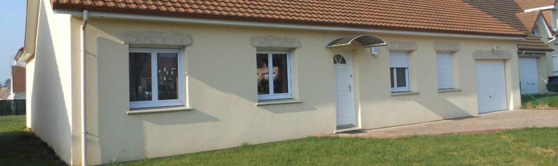 Maison avec différentes meuiseries PVC