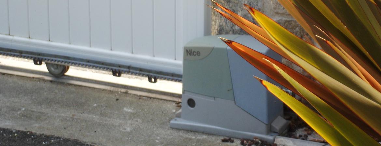 Moteur électrique sur un portail coulissant