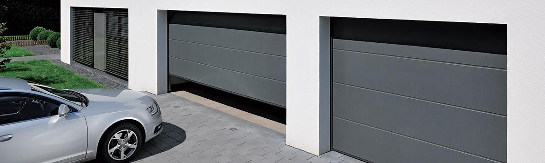 Porte de garage sectionnelle gris anthracite avec motorisation