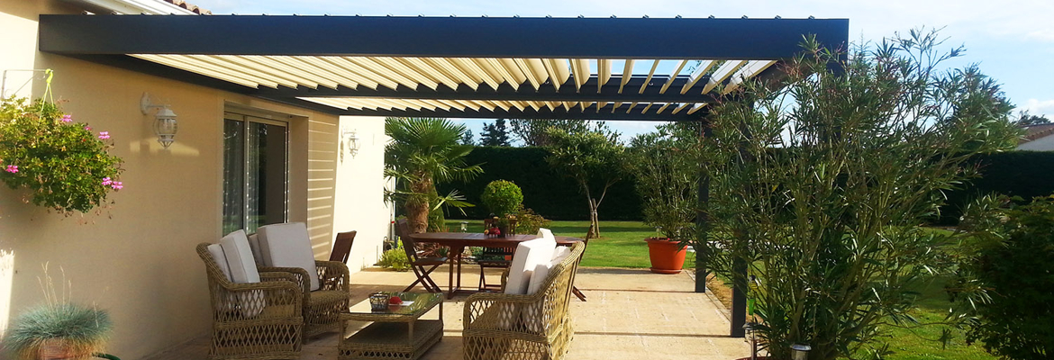 pergola devant maison c t de la cuisine ou de la piscine. Black Bedroom Furniture Sets. Home Design Ideas