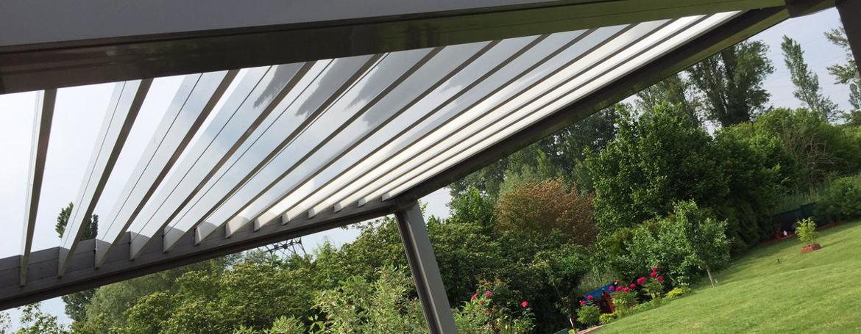 Pergola à lames orientables pour jardin, pour se protéger des rayons du soleil en été