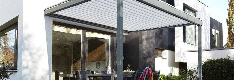 Pergola de jardin avec terrasse pour installer un salon de jardin