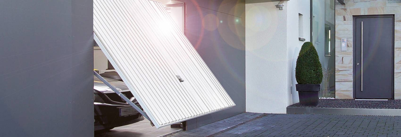 L'inconvénient d'une porte de garage basculante est qu'elle est débordante sur l'extérieur, contrairement à une porte sectionnelle
