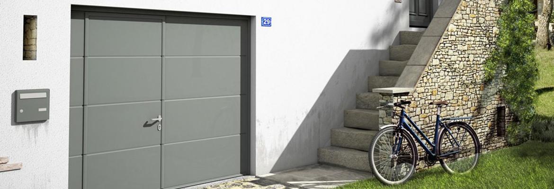 Porte de garage sectionnelle avec un portillon intégré