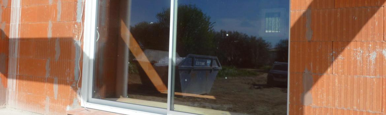 Bien poser une baie vitrée coulissante sur une maison neuve