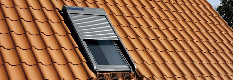 Fenêtre de toit Velux avec volet roulant solaire