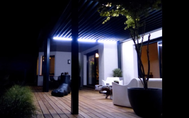 Eclairage led pour pergola bioclimatique for Eclairage terrasse led