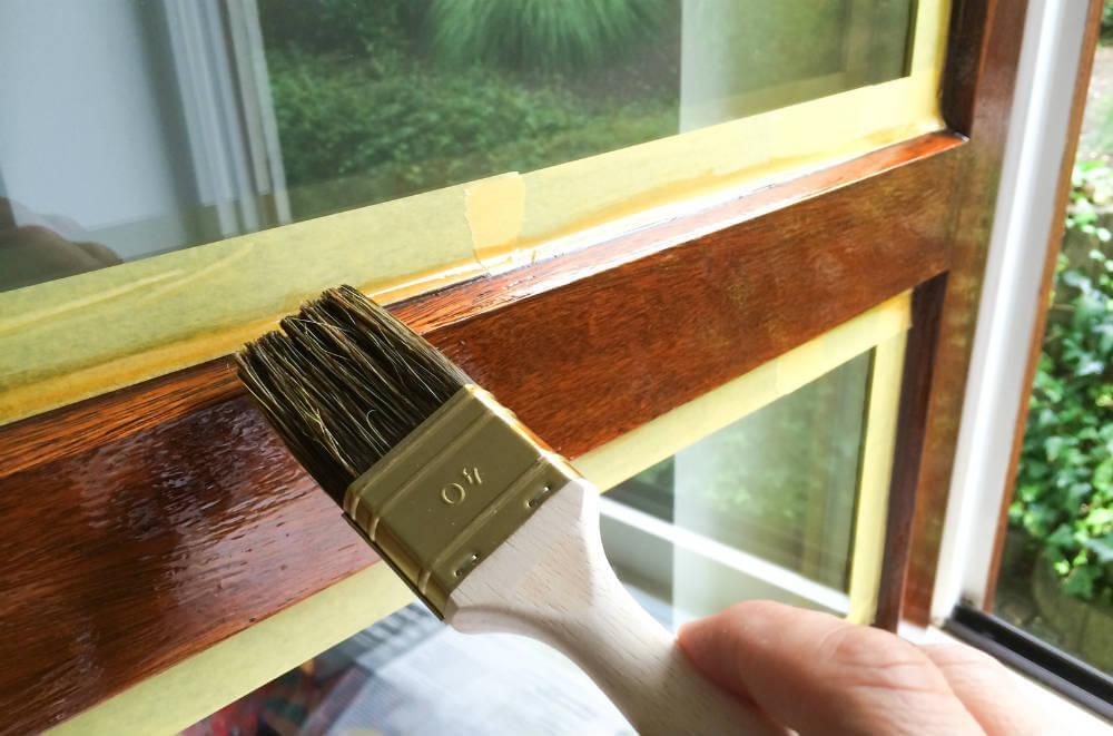 Entretient d'une fenêtre en bois