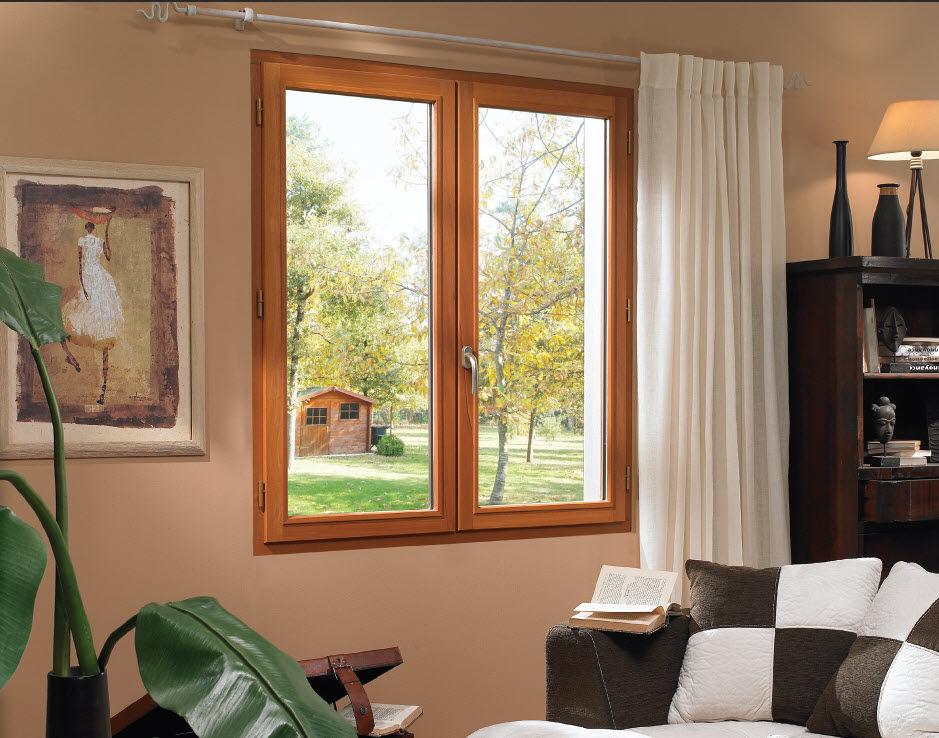 Fenêtre bois sur mesure dans un salon