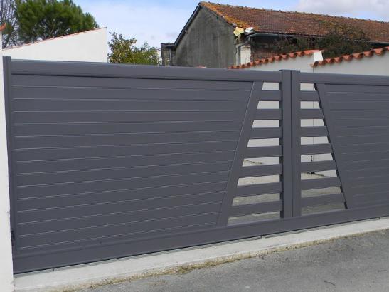 Portail en aluminium sur mesure portail ext rieur for Portail alu battant sur mesure