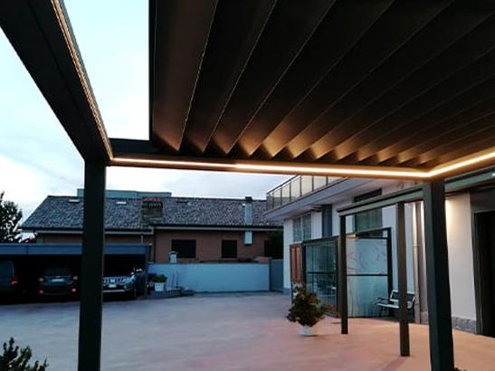 Pergola à toiture rétractable
