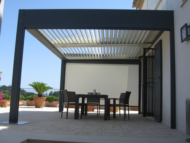 pergola bioclimatique pergola lames orientables prix sur mesure. Black Bedroom Furniture Sets. Home Design Ideas