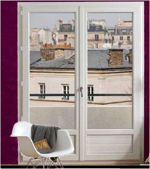 Porte fenêtre en PVC posée dans un salon