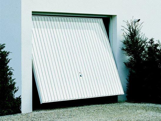 Choisir une porte de garage for Porte de garage sectionnelle pas cher